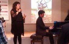 La cantant Celeste Alías i el pianista Marco Mezquida durant la presentació de VinyaSons 2015