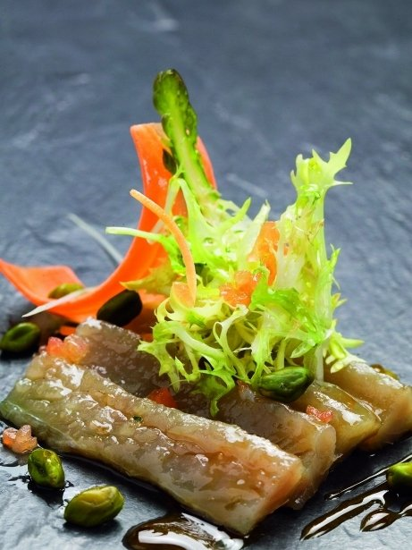 Amanida de verat salat amb ratafia i festucs