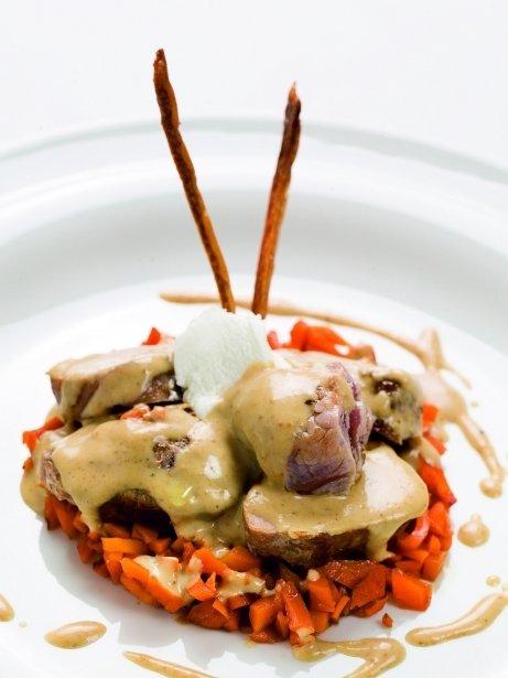Llom de porc ibèric amb cremós de formatge i pastanaga