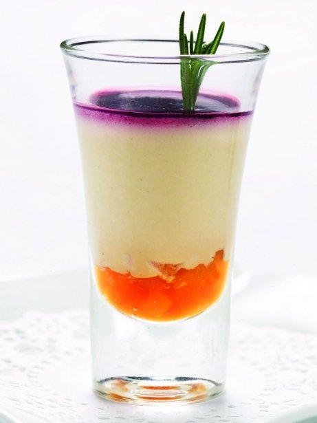 Gotet de mousse de foie amb pera caramel·litzada i gelea de vi negre