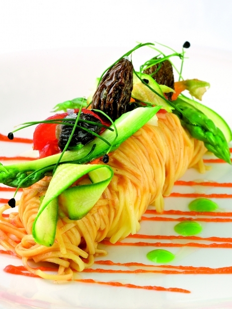 Pasta fresca amb salsa de romesco i verdures