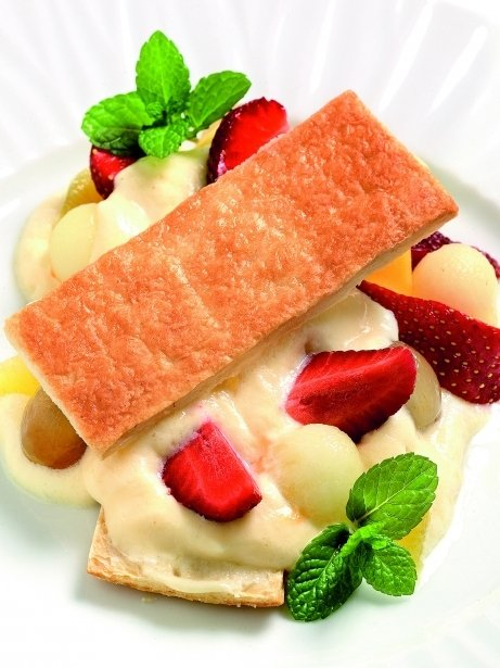 Full caramel·litzat amb fruites i crema perfumada amb marc de cava