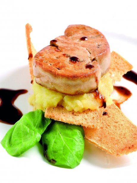 Escalopa de foie gras d'ànec saltada amb salsa de cassís