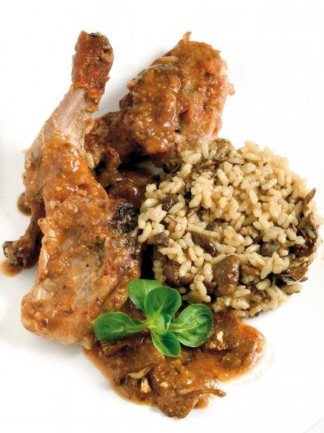 Conejo con carreroles y arroz con setas
