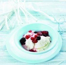 Gelat de iogurt amb fruita vermella saltada