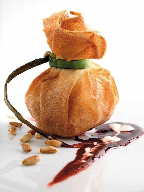Flors de foie gras amb compota de pinyons