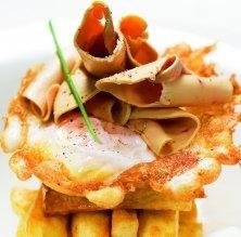 Ou ferrat d'ànega amb patates rosses i fetge gras fresc