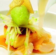Sopa de litxis amb sorbet de poma verda i pastís de formatge