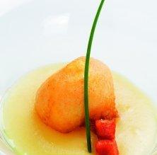Rovell d'ou amb puré de patates fregides i sobrassada