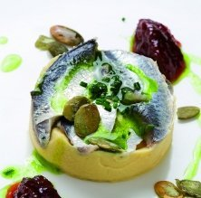 Sardines marinades amb puré de cigrons i pipes de carbassa