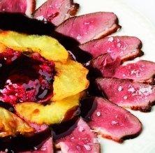 Magret d'ànec a l'agredolç de fruits vermells
