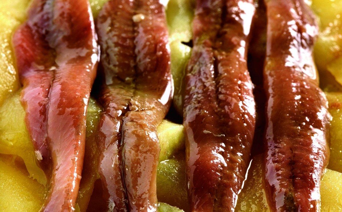 Anxoves sobre base de poma reineta