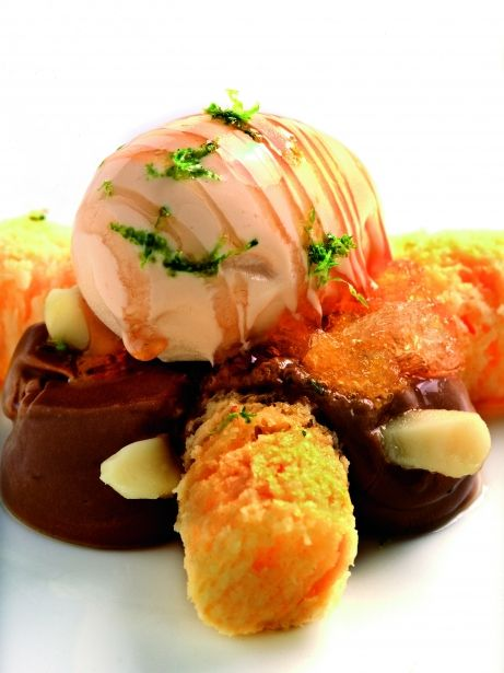 Pa de pessic de mandarina amb gelat de cacauet