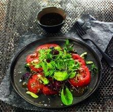 Amanida de fulles amb barreja de brots i vinagreta de fruita seca