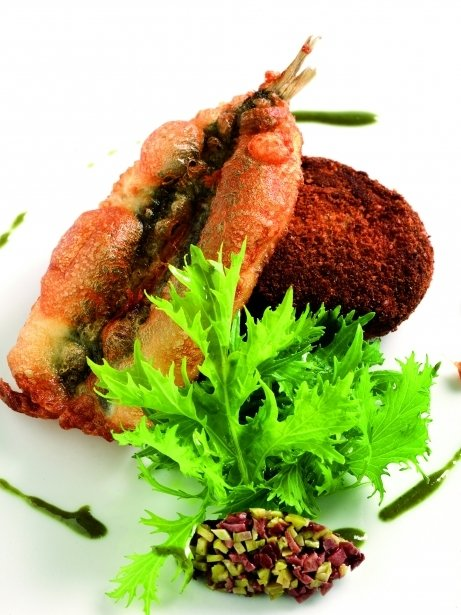 'Cromesqui' de patatas y olivas con boquerones