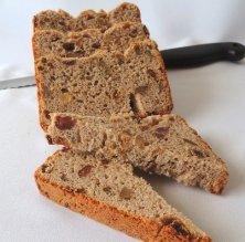 Pan de pasas y nuevos con harina de trigo trigo