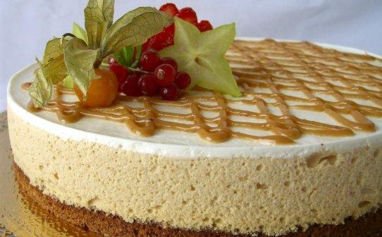 Pastel de mousse de turrón y yogur griego
