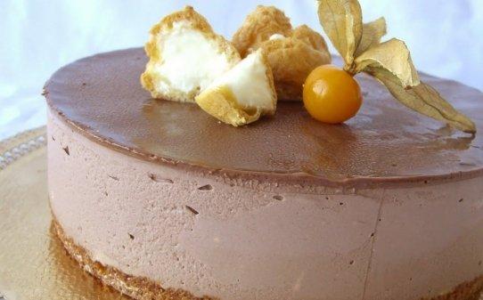 Pastís de xocolata amb profiteroles sorpresa