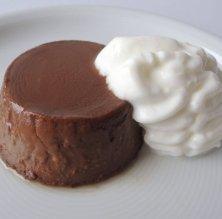 Flam de xocolata amb escuma de iogurt