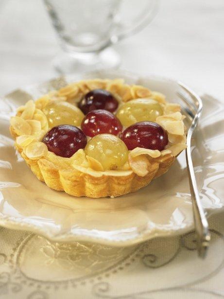 Pastel de almendras y uva