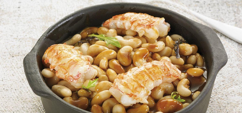 Estofat de mongetes del ganxet, escamarlans i salsa de crustacis