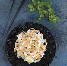 'Noodles' amb crema de gambes i llet de coco