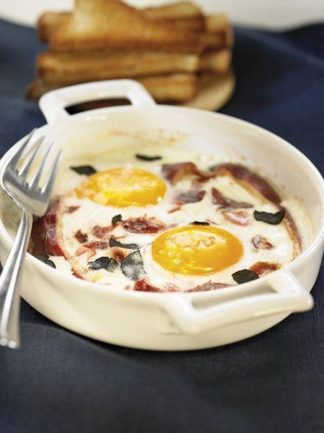 Cazuela de huevos, trufa y jamón
