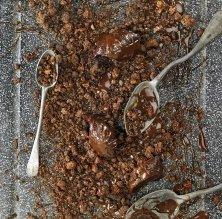 'Crumble' de cacau, toffee salat, trufa de xocolata negra i sal