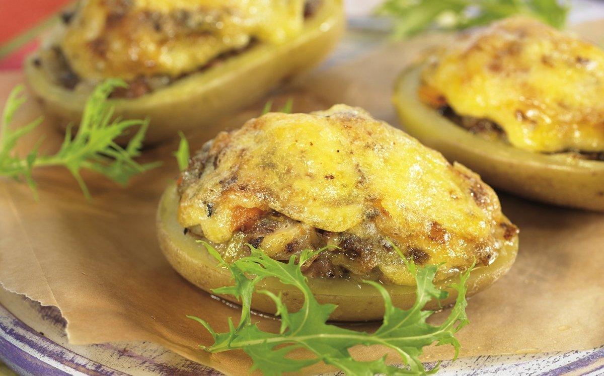Patates farcides de botifarra amb allioli
