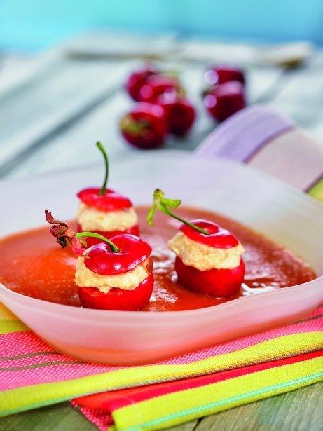 Cireres farcides de mascarpone amb sopa de nespres
