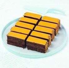 Brownie de pistatxo amb ganache d'albercoc
