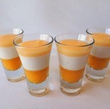 Gotet de crema de coco, lemon curd i coulis de mango