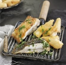 Turbot a la brasa amb iuca fregida, all i julivert