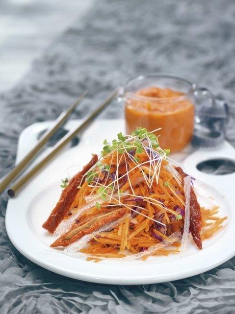 Ensalada de zanahoria, tomates secos y agar-agar