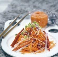 Amanida de pastanaga, tomàquets secs i agar-agar