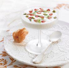Sopa de xocolata blanca, iogurt, magrana fresca, festucs i llima / Becky Lawton