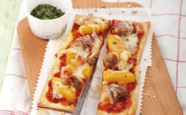 Pizza de morcilla y albaricoques