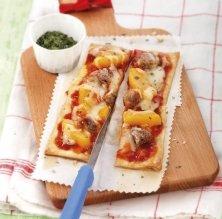 Pizza de botifarra i albercocs