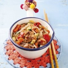 Pollastre al wok amb germinats de soja