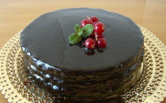 Bizcocho con glaseado de chocolate