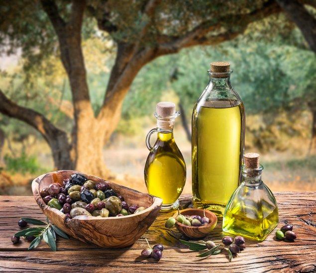 Diverses ampolles amb oli d'oliva / Thinkstock
