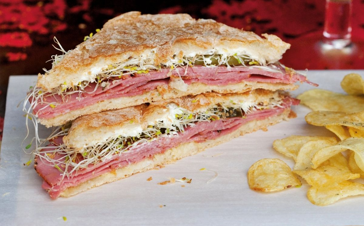 New York Deli Pastrami Sandwich