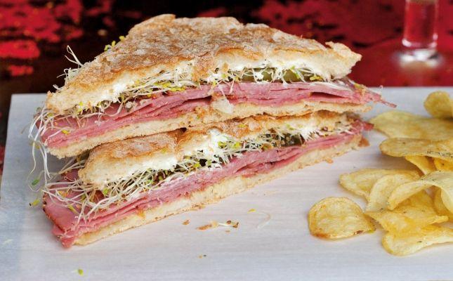 New York Deli Pastrami Sandwich
