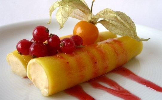 Canelons de mango amb mousse de torró