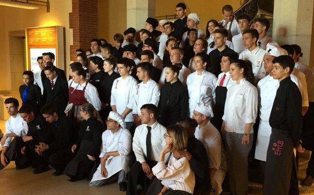 Els alumnes concursants de l'edició 2017 del Concurs de Joves Cuiners i Cambrers