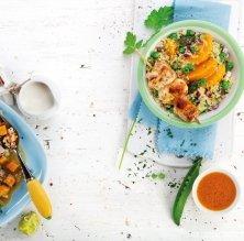 Tabule amb pèsols i broquetes de pollastre marinat