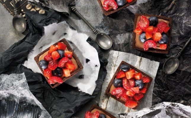 Cassoletes de xocolata amb llet i fruites