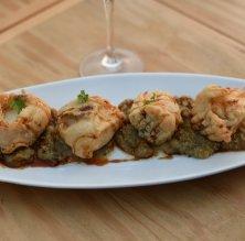 Dados de bacalao con tempura y salsa tare