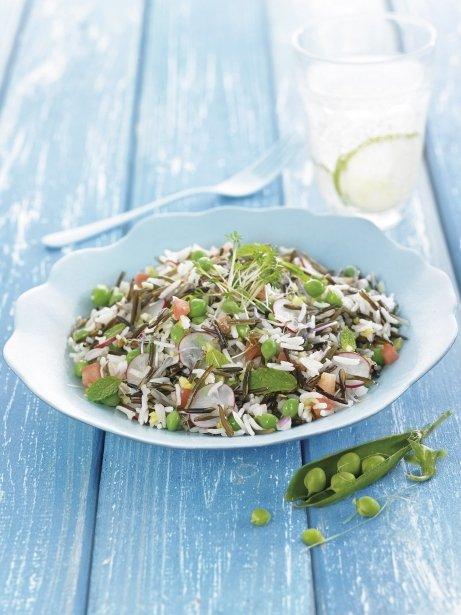 Arròs Basmati i arròs salvatge fred amb pèsols, menta i rave
