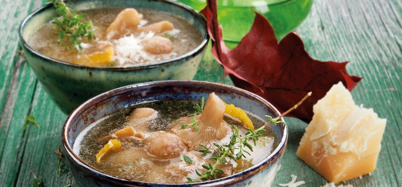 Sopa de vedella i pollastre de pagès amb mocosa blanca